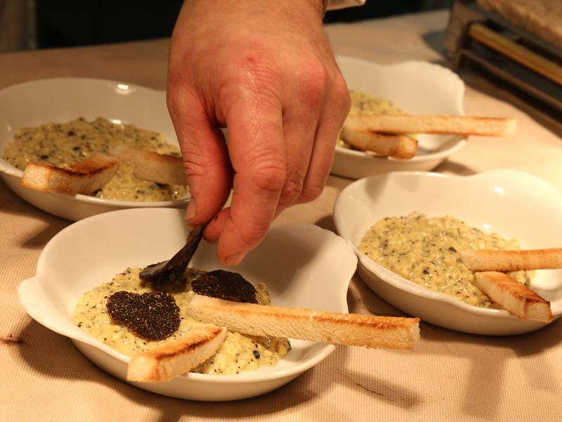 Truffes chez Daniel Desavie Le Gastro et le Bistrot à Valbonne Sophia Antipolis. Produits frais et de saison au restaurant gastronomique