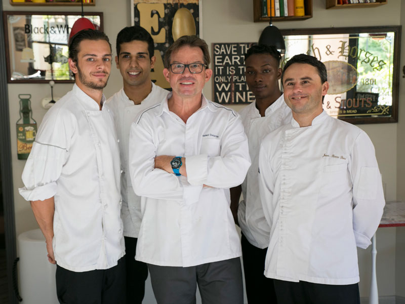 equipe cuisine restaurant gastronomique daniel desavie et bistrot à valbonne sophia antipolis